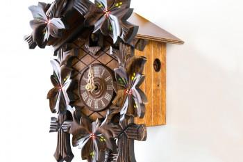 1 Tag-Werk Schnitzerei Kuckucksuhr mit Vogel und Laub