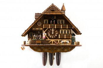 8 Tage-Werk Schwarzwaldhaus Kuckucksuhr mit Pokerspieler, Musik und Tänzer