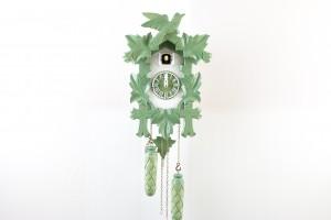 Quarz Schnitzerei Kuckucksuhr modern grün-weiß bemalt